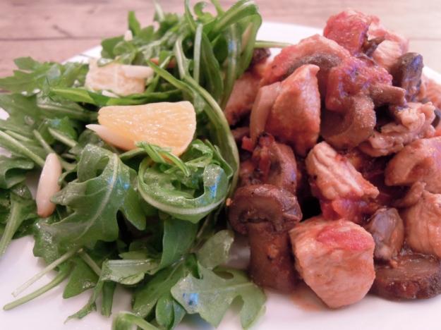 Chicken with mushrooms & arugula salad